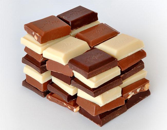 שוקולד ושקרים